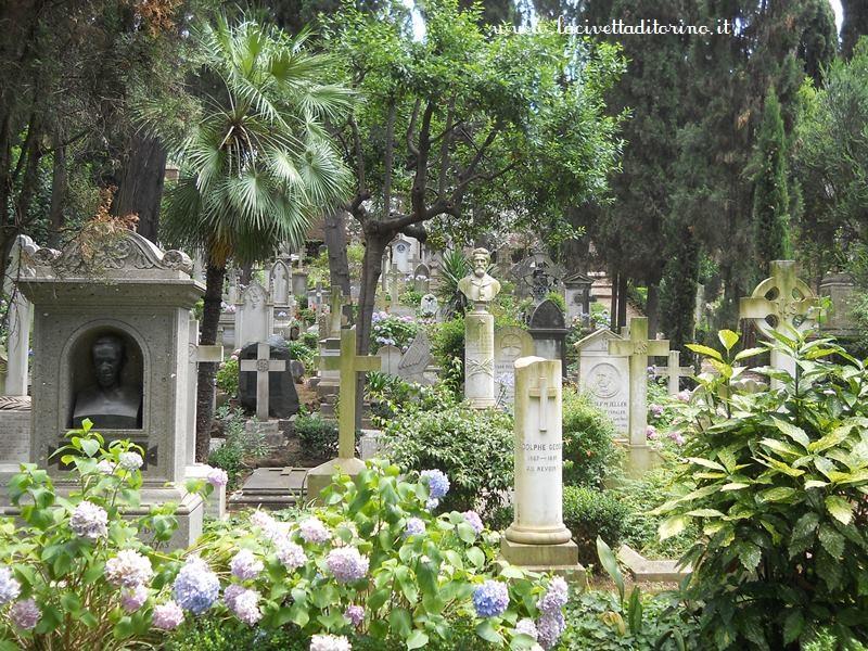 Il cimitero acattolico di roma impressioni di giugno la for O giardino di pulcinella roma