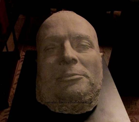 Sala 25, maschera mortuaria di Cavour dal calco Pellegrini, post 1861.