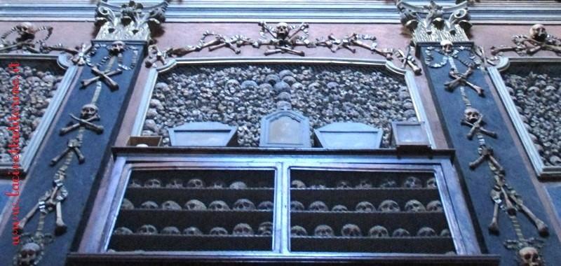Le ossa dei condannati a morte nelle teche-reliquiario