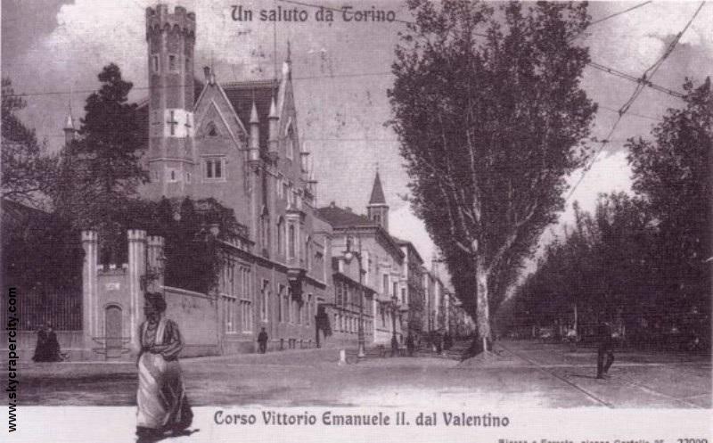 Palazzo Tornielli (a sinistra) fu anche la residenza delle Dame del Cenacolo.