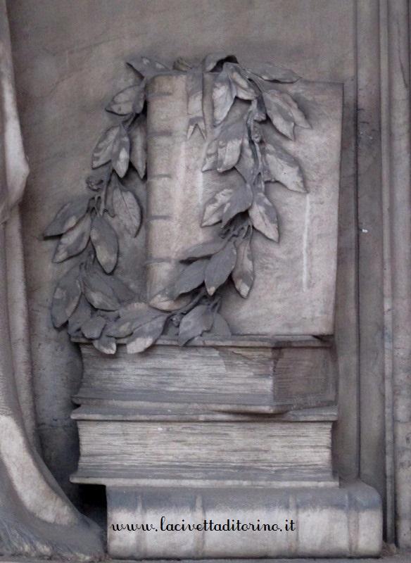 Corona di alloro, particolare del Cimitero Monumentale di Torino