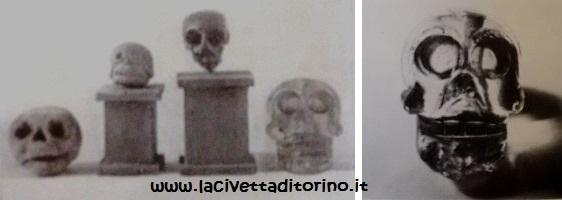 Sinistra: il teschio di cristallo di Palazzo madama insieme ad altri esemplari in terracotta in una foto del 1924. Destra: il teschio in una foto del 1924.