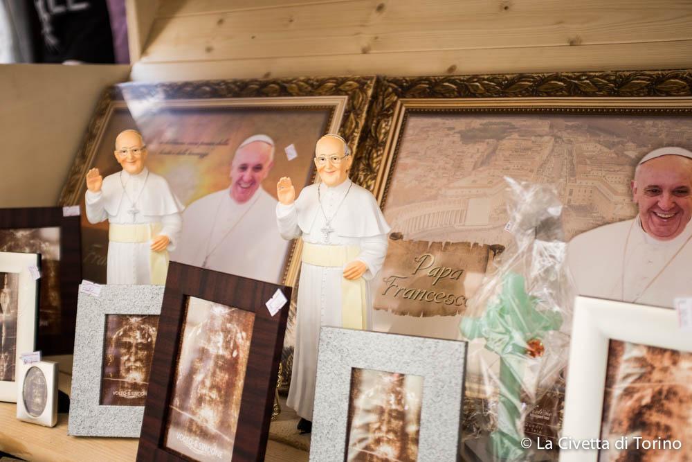 Papa Francesco vi manda i suoi saluti da Via Garibaldi