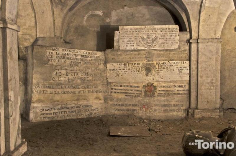 Le tombe di alcuni confratelli e di alcuni membri dell'Ordine Mauriziano. La seconda tomba a destra dal basso è di Giuseppe Ossorio di Trapani. Photo by SeeTorino