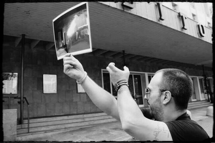 Stefano Oggiano mostra una location da Quattro Mosche di Velluto Grigio. Photo by DATLTO