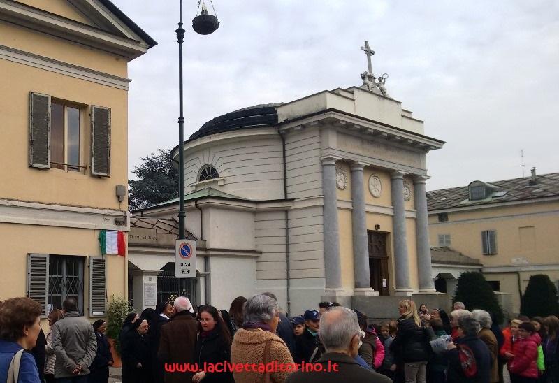 Un momento della cerimonia d'inaugurazione della targa dedicata el marchese Falletti di Barolo