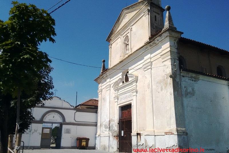 La Chiesa di San Gaudenzio con a lato l'ingresso al cimitero