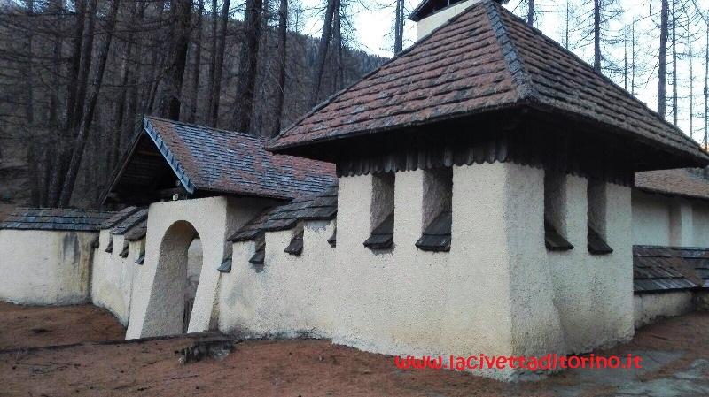 L'ingresso della chiesa di San Rocco