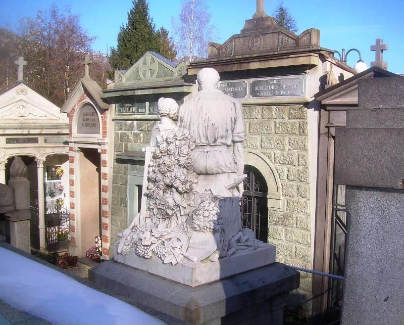 Retro del monumento Perino