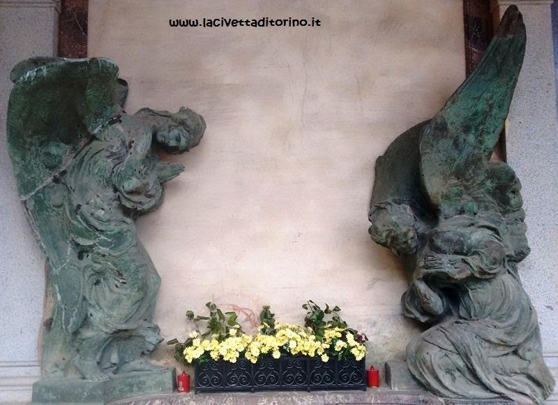 La stessa opera orna la tomba Sola - De Marchi nel Cimitero Monumentale di Torino