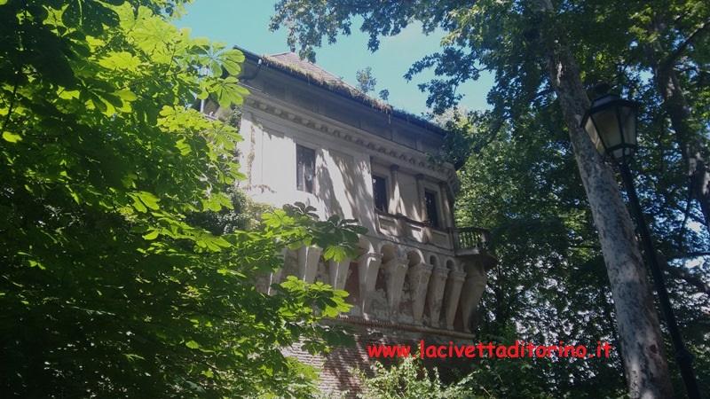 Il Garrittone del Bastion Verde fu costruito a fine 1500 da Ascanio Vittozzi. Le decorazioni interne fatte realizzare da Carlo Emanuele II scomparvero già dopo la morte del duca avvenuta nel 1675. Attualmente il Garrittone non è visitabile.