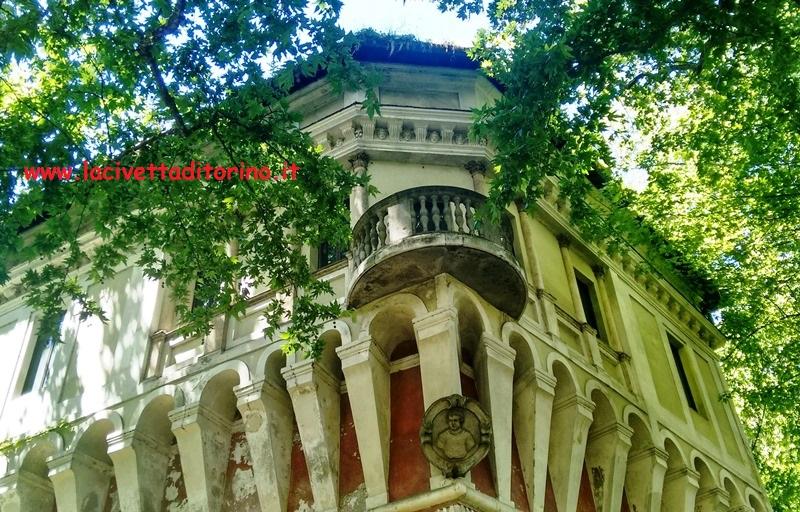 Il balconcino del Garrittone. Sotto è un medaglione che ritrae San Lorenzo: il bastion verde era detto anche di San Lorenzo