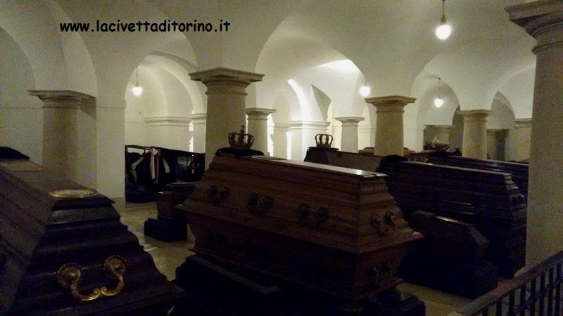 I sarcofaghi con le corone.