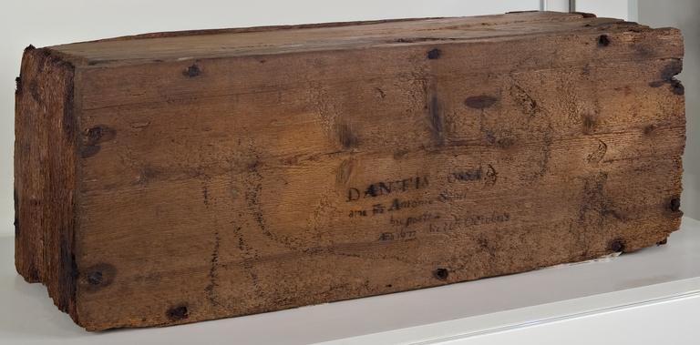 La cassa di legno contenente le ossa di Dante dal 1677 al 1865